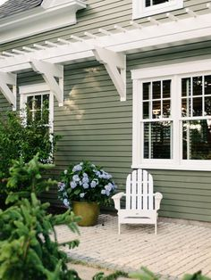 Exterior house color ideas exterior green house colors image of cute modern house color schemes exterior Cottage Exterior Colors, Exterior Color Schemes, Exterior Paint Colors For House, Paint Colors For Home, Exterior Design, Paint Colours, Cafe Exterior, Outdoor House Colors, Outside House Paint Colors