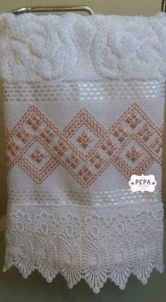 Resultado de imagem para toalhas de banho bordadas em ponto crivo