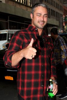Taylor Kinney from The Big Picture: Today's Hot Pics Is it hot in here, or is it just us? The Chicago Fire star arrives at the Today show. Taylor Kinney Shirtless, Taylor Kinney Chicago Fire, Chicago Shows, Chicago Med, Taylor S, Ex Husbands, Best Tv Shows, Good Looking Men, Big Picture