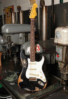 Fender Stratocaster, Fender Guitars, Fender Vintage, Vintage Guitars, Learn Guitar Chords, Fender Electric Guitar, Fender Bender, Jimi Hendrix Experience, Music Machine