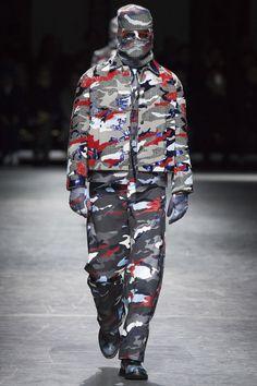 Moncler Gamme Bleu Fall 2016 Menswear by Thom Browne Fall Fashion 2016, Fashion Show, Mens Fashion, Milan Fashion, Fashion Trends, Thom Browne, Vogue Paris, Moncler, Mens Ski Wear