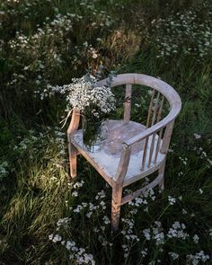 """styled by k on Instagram: """"Probably one of the most artsy pictures I've ever taken. Totally random in-between the actual shots I got inspired by this setting. I'd…"""" Flower Aesthetic, Vintage Chairs, Outdoor Furniture, Outdoor Decor, Chair Design, Fashion Photo, Cravings, Grass, Personal Style"""