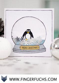 DIY Weihnachtliche Karte mit Pinguin in einer Schneekugel zum Selbermachen mit Fingerabdruck. Super zum Basteln mit Kindern geeignet.