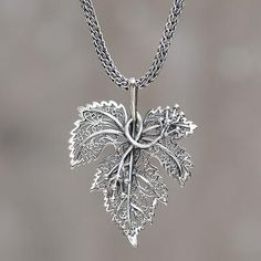 "Sterling Silber Anhänger Halskette ""Morgana"" - Anhänger in Blattform aus Sterlingsilber Artisan Crafted Necklace – Morgana Silver Pendant Necklace, Sterling Silver Necklaces, Silver Earrings, Silver Ring, 925 Silver, Onyx Necklace, Leaf Necklace, Gold Pendant, Diamond Pendant"