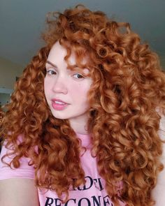 Cabelo de ontem versus day after de hoje. Dei as dicas dos produtos nos stories. Eu tô muito apaixonada pelo ganha pão. ♥ #ruivo #ruiva… Burnt Orange Hair Color, Curled Hairstyles, Cool Hairstyles, Curly Ginger Hair, Curly Hair Model, Red Curls, Air Dry Hair, Wedding Hair Inspiration, Dream Hair