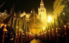 Cómo es la #Madrugá en la #SemanaSanta de #Sevilla ¿?