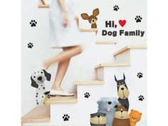 """Samolepka na stenu """"Psia Rodina"""" 80x45 cm. Veselá samolepka na stenu s farebnými psami. Jednoduché lepenie bez potreby dodatočného lepidla."""