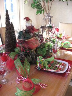 Christmas table scape - like the treatment of the candy cane favors.