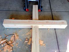Building a wooden cross. … Diy Projects To Try, Wood Projects, Cross Pictures, Diy Wedding Backdrop, Wedding Cross, Wooden Crosses, Easter Cross, Altar Decorations, Christmas Cross