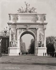 Dewey Arch, New York looking North