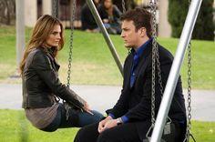 """Castle and Beckett Talk on the Swings in Castle Season 5 Finale: """"Watershed"""""""
