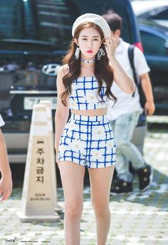 Sinb from the one half Stage Outfits, Kpop Outfits, Korean Outfits, Cute Outfits, Kpop Fashion, Korean Fashion, Trendy Fashion, Fashion Show, Asian Woman