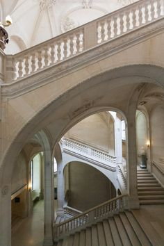 Lefuel Staircase, the Louvre Museum, Paris, France 2011 photo: Elise Prudhomme Beautiful Architecture, Beautiful Buildings, Architecture Details, Interior Architecture, Rue Saint Honoré, Saint Chapelle, Jardin Des Tuileries, Louvre Paris, Take The Stairs