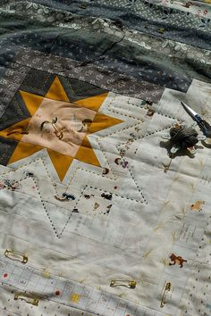 hand quilting detail on star quilt. Quilting Tutorials, Quilting Projects, Quilting Designs, Log Cabin Quilts, Crazy Quilting, Star Quilts, Quilt Blocks, Textiles, Quilt Stitching