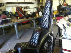 want a king and queen seat, giving it that classic chopper feel and build, the sissy bar behind it will go with it.I want a king and queen seat, giving it that classic chopper feel and build, the sissy bar behind it will go with it. Harley Davidson Seats, Harley Davidson Chopper, King And Queen Seat, King Queen, Motorcycle Seats, Motorcycle Art, Build A Bike, Old School Chopper, Old School Vans