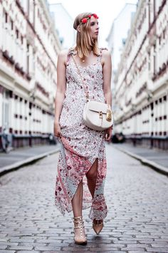 Boho Festival Style: Summer dress Orsay Flowers, Chloe Drew Bag with Pineapple Keyring, Valentino Rockstud Pumps in nude, flower wreath in her hair - Hamburg, Streetstyle, Outfit, Blogger