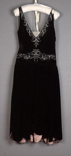 Evening dress, robe de style Western Date: ca. 1928