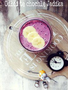 Truskawka & Jagoda.   100g truskawek,1/4 szklanki jagód,1 dojrzały banan,250ml mleka ryżowego i wyciśnięty sok z 1/2 limonki.