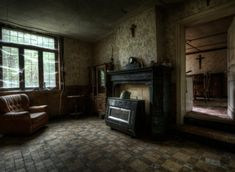 abandoned farmhouse- photographer Niki Feijen