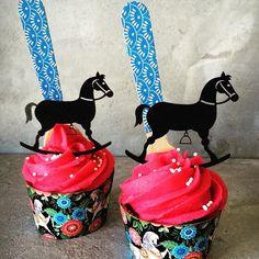 Carousel themed cupcakes. #partyandcogr #cupcakes #carousel #rockinghorses