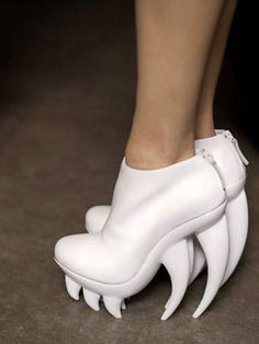 the fang shoe by iris van herpen. check out those teeth!