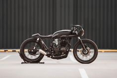 "Hookie Creates the ""Black Mamba"" Out of a 1973 Honda CB550"
