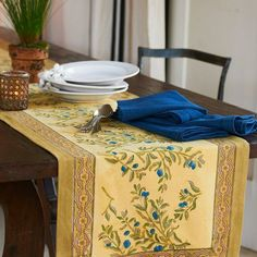 Happy Friday and Happy National Olive Day! A symbol of peace and prosperity, our Olive Tree Collections' curling bark, creams, khaki and sienna tones invoke a relaxed sophistication. (Link in profile.) #nationaloliveday #olives #handprinted #handblockprint #linen #linens #tabledecor #tablerunner #tablecloths #napkins #placemats #aprons #handmade #provence #france