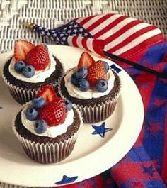 4th of July Cupcakes with Marshmellow Creme Frosting and Berries
