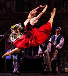 "<<Ekaterina Krysanova as Kitri in Bolshoi's ""Don Quixote"">>"