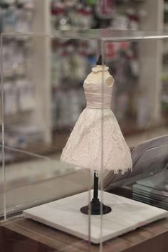 The cakes on display - Cake Lace Dress using Victoriana mat