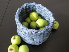 Ein Korb aus alten Jeans, praktische und schöne upcycling Idee, die ich auf jedenfall noch umsetzen werde!