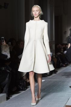 Other couturiers have built small parks with real trees and bushes to display their Spring 2013 Couture collections, but Valentino's Maria Grazia Chiuri and Hijab Fashion, Runway Fashion, Paris Fashion, Womens Fashion, Valentino Couture, Classy Outfits, Beautiful Outfits, Coat Dress, Dress Up