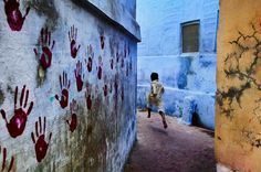 Bid now on Boy in Mid-Flight, Jodhpur, Rajasthan, India by Steve McCurry. View a wide Variety of artworks by Steve McCurry, now available for sale on artnet Auctions. Magnum Photos, National Geographic, Jodhpur, Color Photography, Street Photography, Film Photography, Classic Photography, Photography Guide, Indian Photography