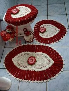 Bath Crochet Patterns Part 10 - Beautiful Crochet Patterns And Knitting Patterns - Diy Crafts - DIY & Crafts Crochet Decoration, Crochet Home Decor, Toilet Decoration, Crochet Mat, Crochet Doilies, Ferrat, Crochet Kitchen, Bathroom Rugs, Bathroom Ideas
