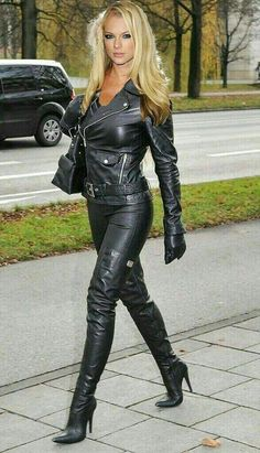 Girls in thigh high boots Leather Gloves, Leather And Lace, Leather Pants, Black Leather, Sexy Outfits, Sexy Dresses, Leder Outfits, Hot High Heels, Sexy Boots