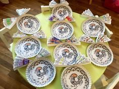 1 Decembrie, Decorative Plates, Crafts For Kids, December, Red Shoes, Simple, Handmade, Hand Made, Kids Arts And Crafts