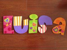 heiluz Source by fmonteviller Alphabet Letters Design, Nursery Letters, Diy Letters, Letter A Crafts, Wooden Letters, Letters And Numbers, Wood Letters Decorated, Painted Letters, Cute Crafts