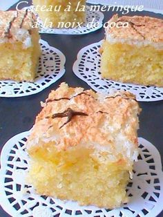 Délicieux gateaux à la meringue à la noix de coco , facile à préparer et rapide pour un resultat vraiment délicieux. Ingrédients - 300 g de farine - 2 c à café de levure chimique - 200 g de sucre - 4 jaunes d'oeufs - 200 g de beurre (margarine) fondu... Gourmet Desserts, Easy Desserts, Food Cakes, Cupcake Cakes, Sweet Recipes, Cake Recipes, Cooking Cake, Almond Cakes, French Pastries