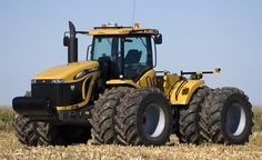 Four-Wheel Drive : Challenger Series Tractor Big Tractors, Vintage Tractors, Vintage Farm, Lifted Cars, Lifted Ford Trucks, Big Trucks, Cat Construction, Agriculture Photos, New Holland Agriculture