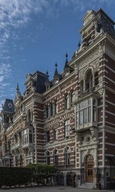 De Parklaan is een straat in het Scheepvaartkwartier van Rotterdam, die loopt van de Veerhaven naar het Park. De meeste huizen, gebouwd in het midden van de 19e eeuw, zijn rijksmonument.