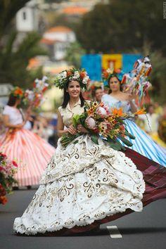 Desfile da festa da flôr 2015 com Bordado Madeira #madeiraisland #flowerfestival Foto: Miguel Moniz