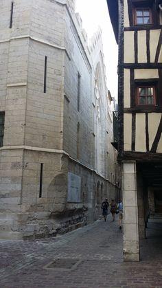l'archevêché du coté du futur historial Jeanne d'arc rue saint Romain (en travaux).
