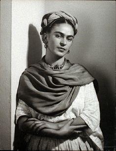 * Frida Kahlo - 1939 photo Nickolas Muray