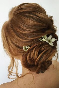 Nice 56 Adorable Spring And Summer Wedding Hairstyles Ideas With Flowers. More at http://trendwear4you.com/2018/02/23/56-adorable-spring-summer-wedding-hairstyles-ideas-flowers/ #weddinghairstyleswithflowers