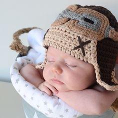 Gorro crochet aviador para recien nacido. Gorro pequeñito hecho en punto de aviador. Un gorro muy original y divertido para sacar fotos a tu bebé recién nacido. 19,90 €