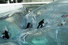 Tomás Sacareno vuelve a sorprender al público con su arte suspendido en HangarBicocca Milán con 'On Space Time Foam' hasta el 3 de febrero...