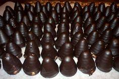Nepečené rumové úliky s kakaom namáčané v čokoláde. Christmas Candy, Christmas Baking, Christmas Cookies, Chocolate Glaze, Healthy Sweets, Marzipan, Four, Holiday Recipes, Cravings