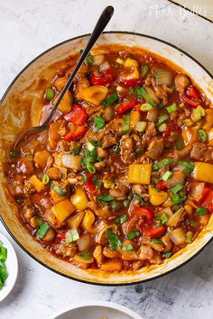 Chicken Paprika Stir Fry is an easy and quick recipe to enjoy for lunch or dinner. Packed meal with delicious chicken, tangy sauce, and a kick flavor. Everyone will appreciate this tasty and tempting food! Whole Baked Chicken, Oven Baked Chicken Thighs, Slow Cooker Chicken Thighs, Great Chicken Recipes, Yum Yum Chicken, Stuffed Peppers, Chicken Paprika, Easy Dinners, Stir Fry