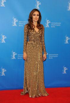 Pin for Later: 40 Gründe, Angelina Jolie's Style zu lieben Angelina Jolie 2012 in Jenny Packham bei der Berlinale