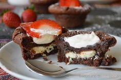 Se trata de un postre espectacular: bomba de chocolate negro con núcleo de chocolate blanco. Magnífica receta que comparten desde el blog EL RECETARIO DE LADY HALCÓN.